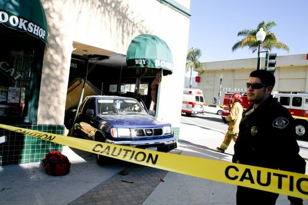 Truck backs into Ventura Bookstore